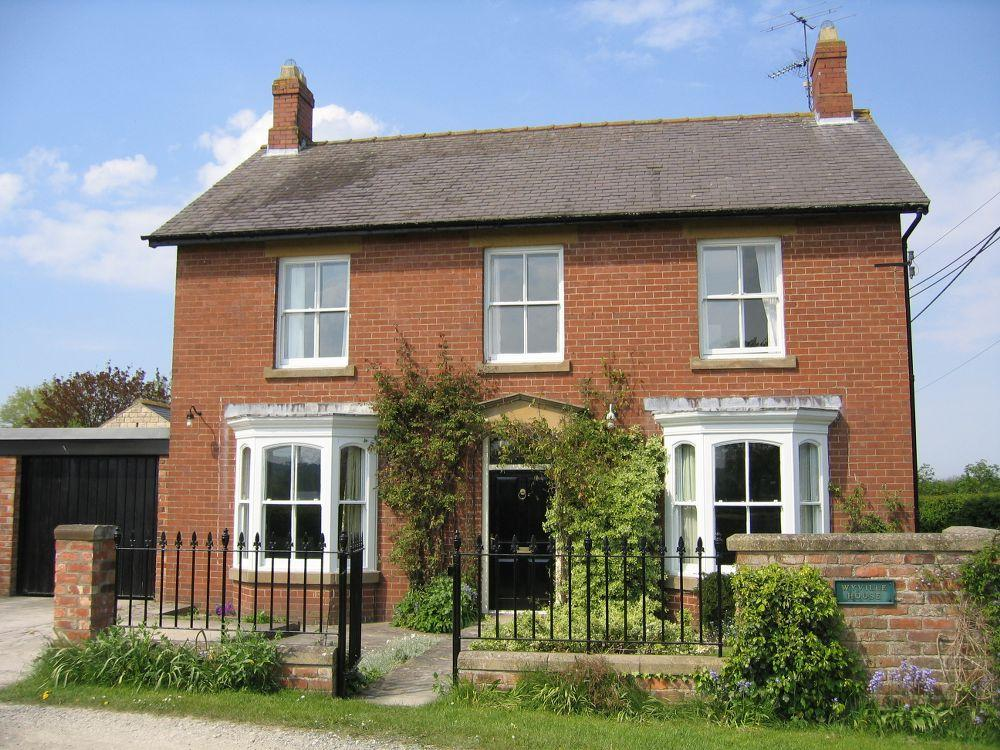 5 Bedrooms Village House for sale in Wyville House, The Lawns, Slingsby, YO62 4AW