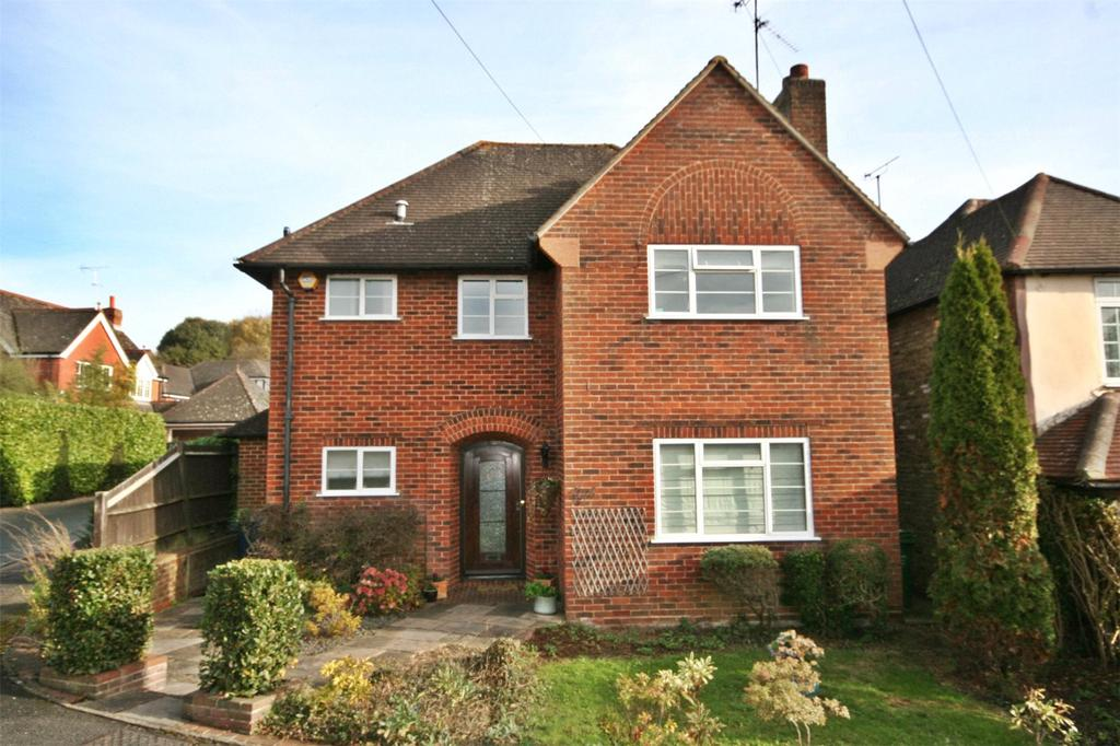 3 Bedrooms Detached House for sale in Beacon Close, Joiners Lane, Chalfont St. Peter, Buckinghamshire