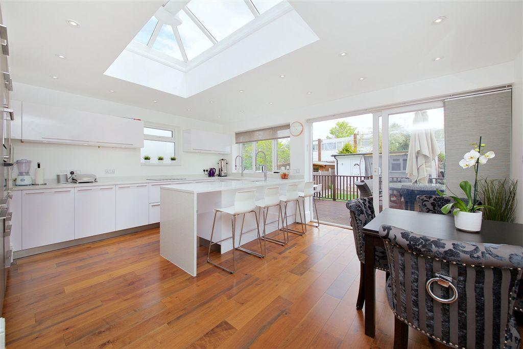 4 Bedrooms Semi Detached House for sale in KENILWORTH ROAD, EDGWARE