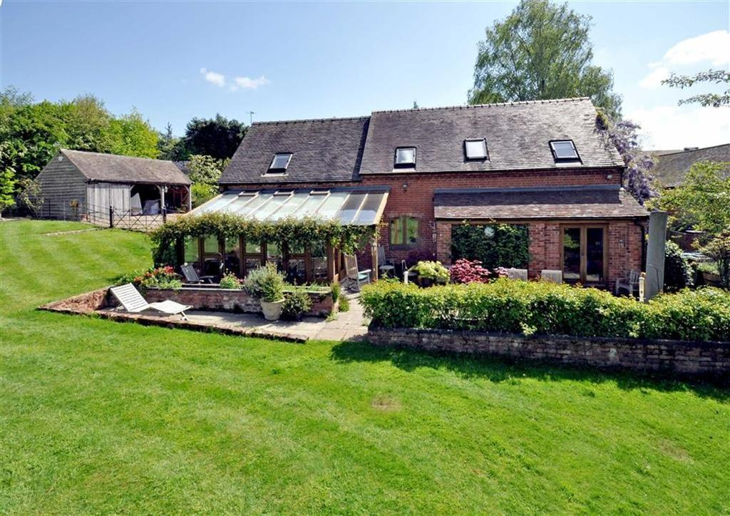 3 Bedrooms Barn Conversion Character Property for sale in The Rickyard, Westbeech Farm, Westbeech Road, Wolverhampton, South Staffordshire, WV6