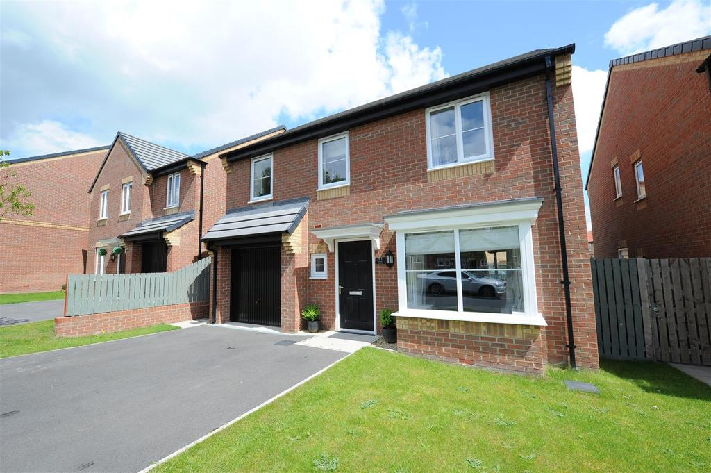 4 Bedrooms Detached House for sale in Maple Avenue, Colburn, Catterick Garrison
