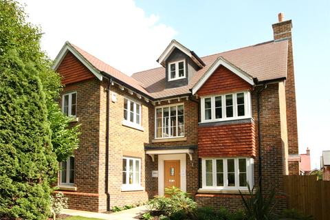 4 bedroom detached house to rent - Wellington Gate, Holtye Road, East Grinstead, West Sussex