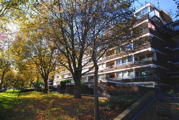 3 Bedrooms Flat for sale in Trevelyan House, John Ruskin Street, Oval, SE5