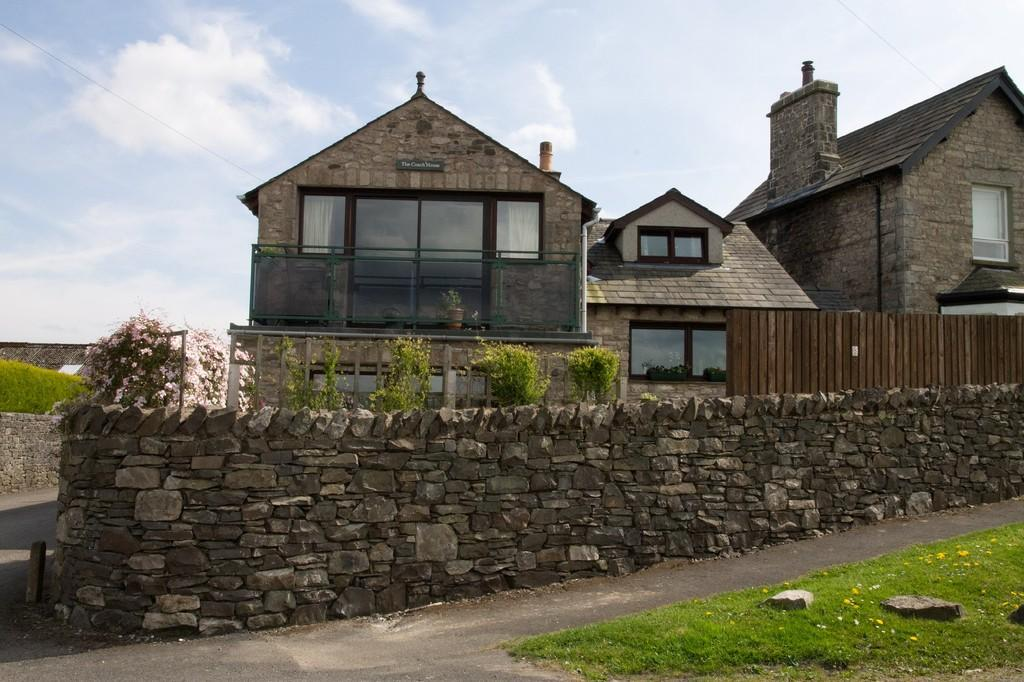 4 Bedrooms Detached House for sale in The Coach House, Fairfield Lane, Kendal, Cumbria, LA9 5ER