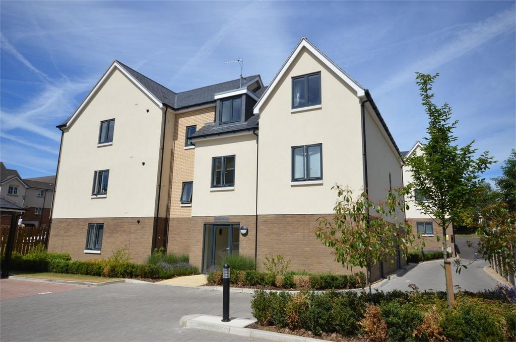 2 Bedrooms Flat for sale in Flat 13 Linden House, 54 Centre Drive, Epping, Essex