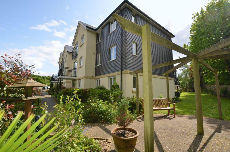 2 Bedrooms Apartment Flat for sale in Abbey Rise, Tavistock