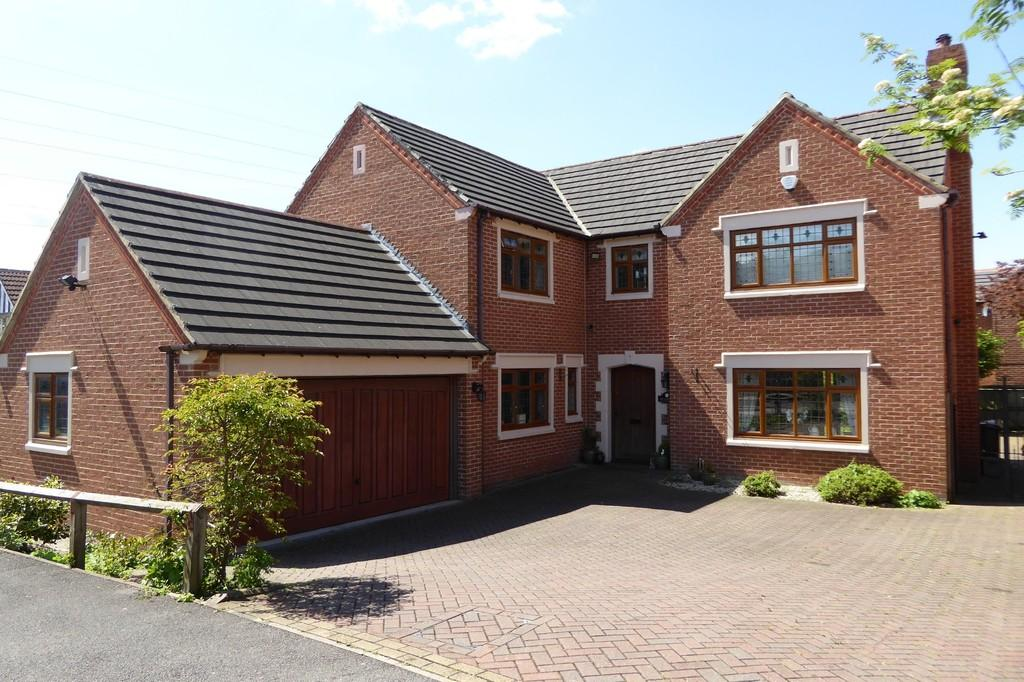 5 Bedrooms Detached House for sale in Howcroft Gardens, Sandal