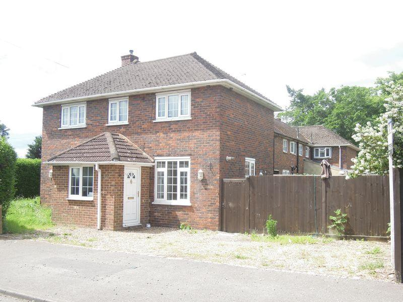 4 Bedrooms Link Detached House for sale in Langley 4Bed - Close to Grammar School