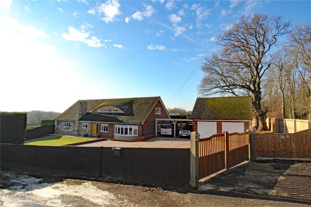 4 Bedrooms Detached House for sale in Grays Avenue, Langdon Hills, Essex, SS16