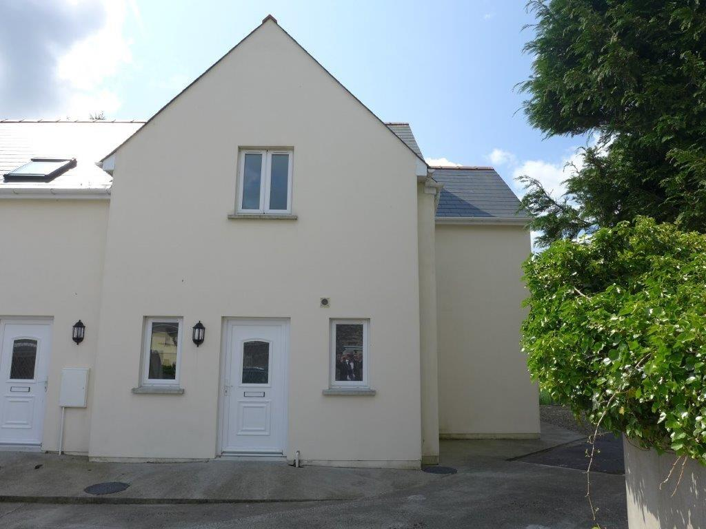 3 Bedrooms Semi Detached House for sale in Portfield, Haverfordwest