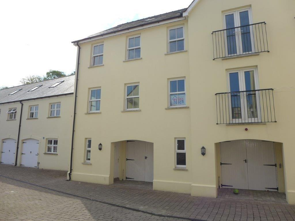 3 Bedrooms Town House for sale in Commerce Mews, Haverfordwest