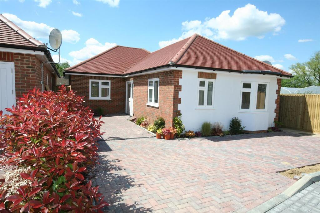 3 Bedrooms Detached Bungalow for sale in Henfield Road, Small Dole