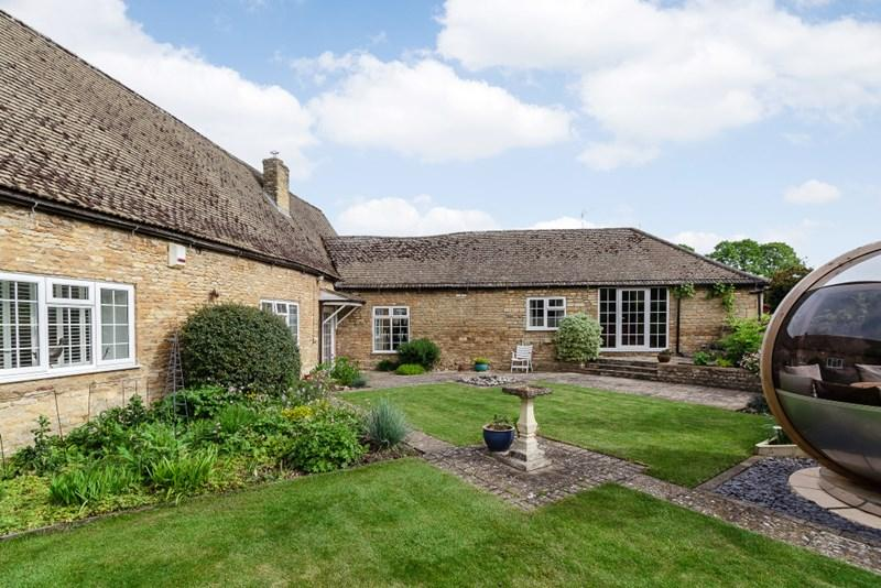 3 Bedrooms Barn Conversion Character Property for sale in Apethorpe, Nr Oundle, PE8