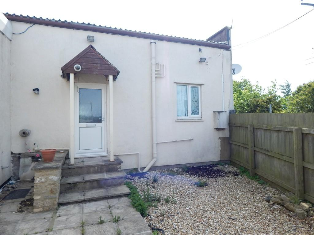 2 Bedrooms Semi Detached House for sale in Evercreech Junction