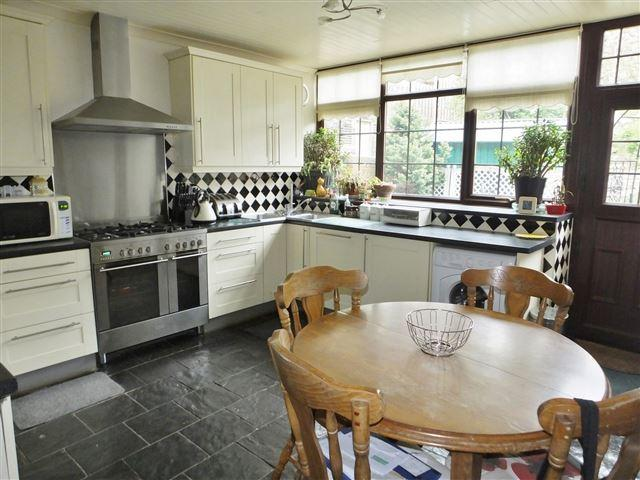 3 Bedrooms Cottage House for sale in Main Street, Sheffield , S26 3XJ