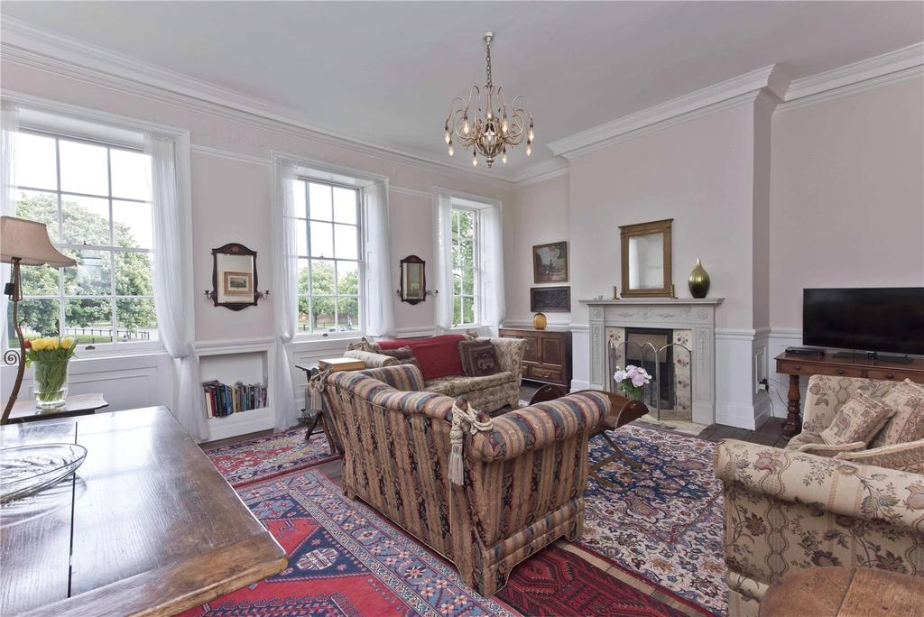 3 Bedrooms Terraced House for sale in Hampton Court Road, East Molesey, Surrey, KT8
