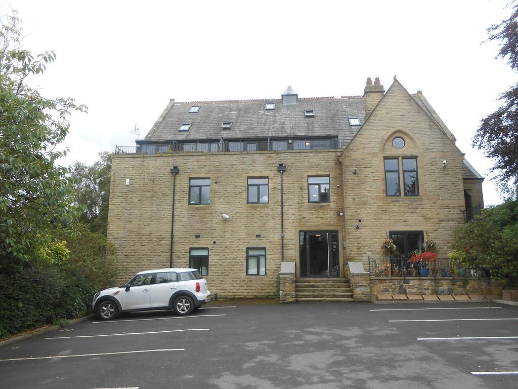 2 Bedrooms Apartment Flat for sale in Stone Cross, Main Street, Wilsden BD15