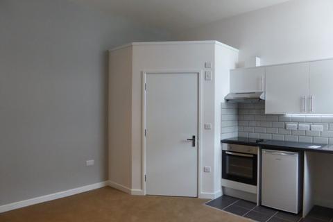 Studio to rent - Osmond Road - P1310