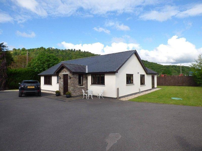 3 Bedrooms Detached Bungalow for sale in Glangrwyney, Crickhowell, Powys.