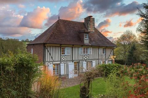 5 bedroom garage  - 18th Century Manor, Pont-L'Eveque, Normandy