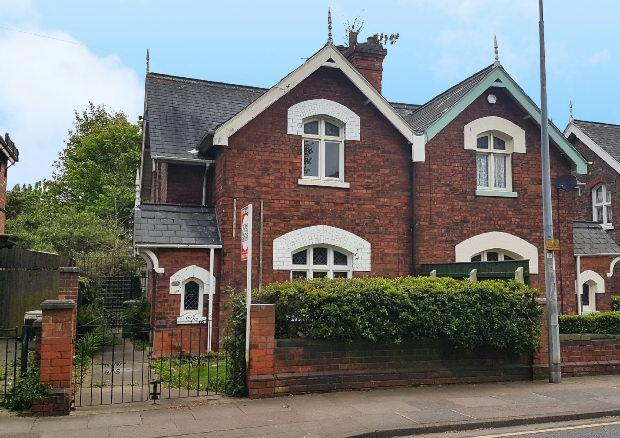2 Bedrooms Semi Detached House for sale in Ainslie Street, GRIMSBY
