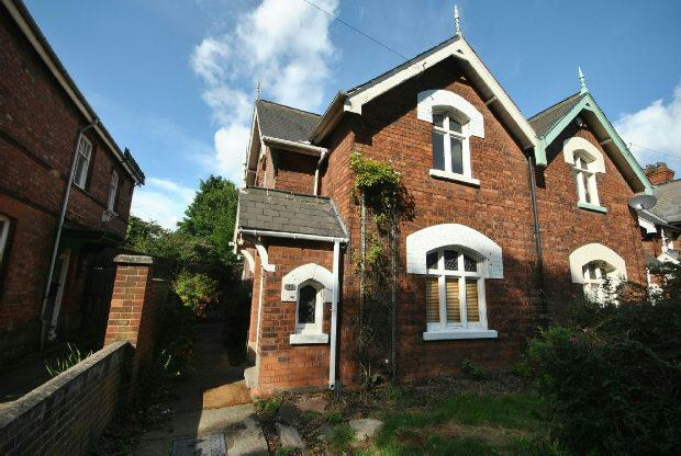 2 Bedrooms Terraced House for sale in Ainslie Street, GRIMSBY
