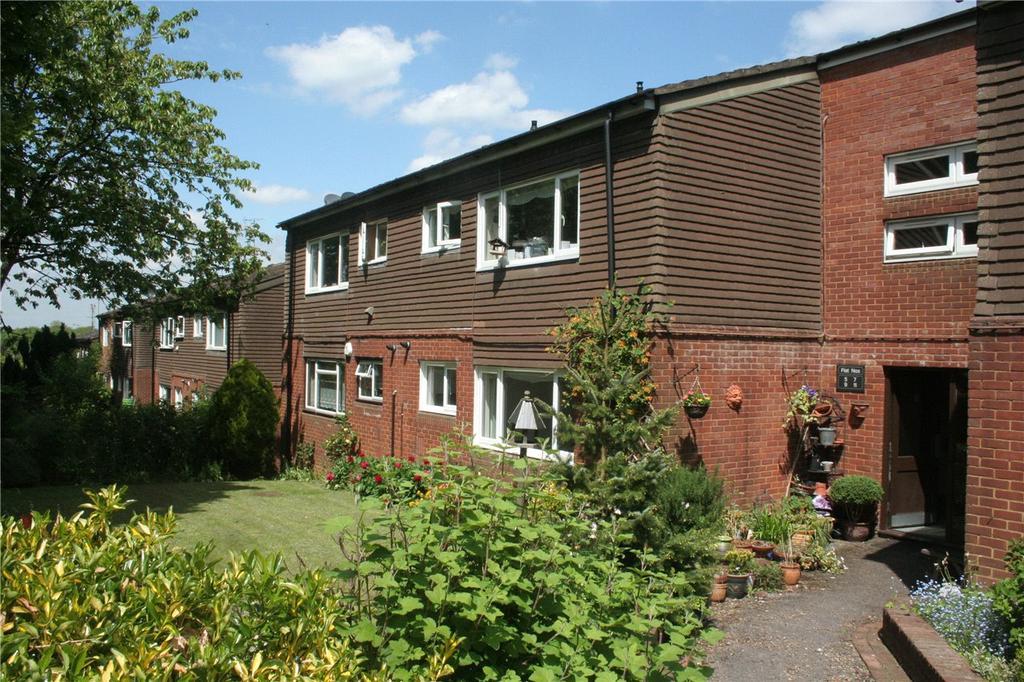 Hickling Way Harpenden Hertfordshire 2 Bed Flat 163 1 050