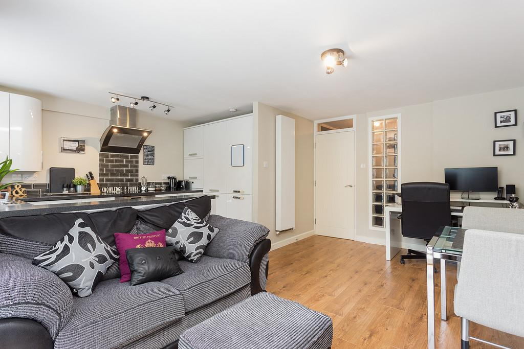 1 Bedroom Apartment Flat for sale in Ravensmede Way, W4