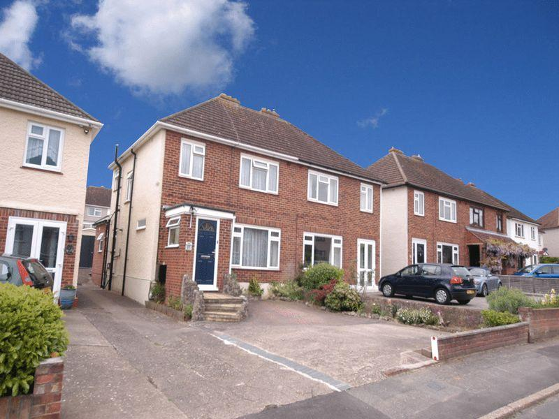 3 Bedrooms Semi Detached House for sale in Wolfe Road, Maidstone
