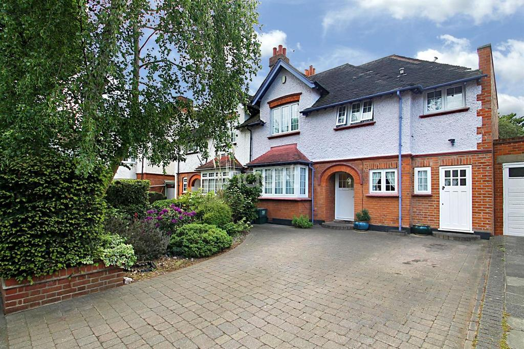 5 Bedrooms Semi Detached House for sale in Tillotson Road, Ilford, Essex