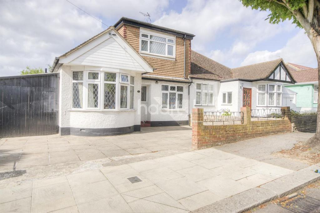 3 Bedrooms Bungalow for sale in Farndale Crescent, Greenford