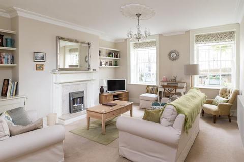 2 bedroom apartment to rent - Russel Street