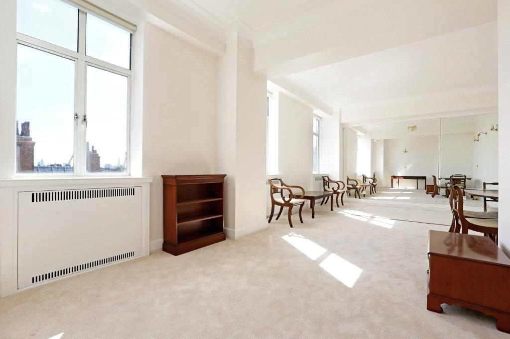 2 Bedrooms Flat for sale in Fountain House, Park Street, Mayfair, London, W1K