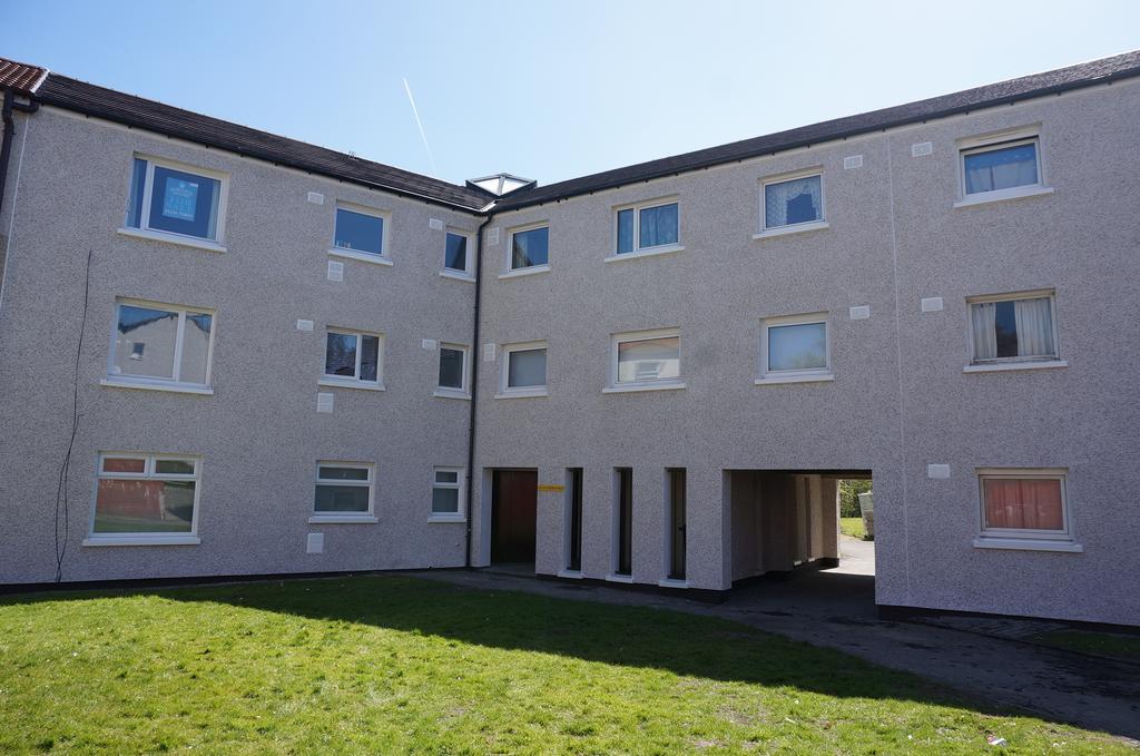 3 Bedrooms Flat for sale in Tarboltan Road, Kildrum, Cumbernauld G67