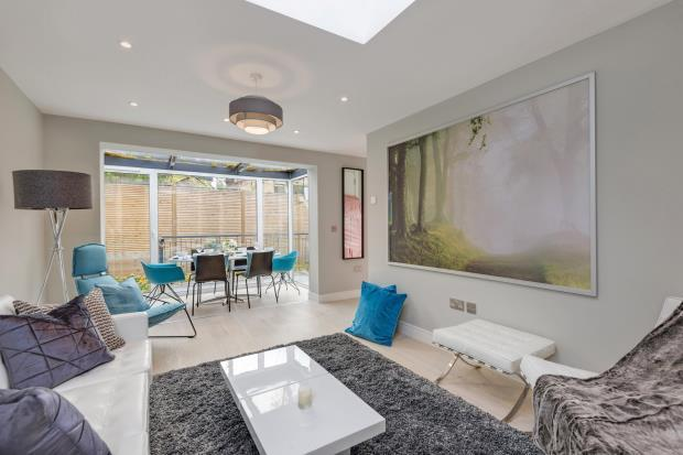 2 Bedrooms Detached House for sale in Church Road, Highgate, London, N6