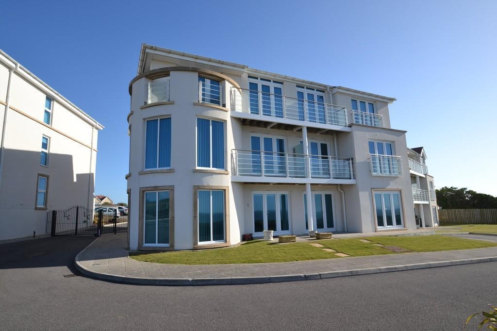 2 Bedrooms Apartment Flat for sale in LOCKS LODGE, LOCKS COMMON ROAD, PORTHCAWL, CF36 3UW