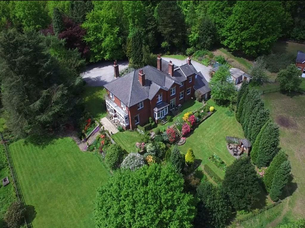 6 Bedrooms Detached House for sale in The Woods , 24 Woodhead Road, Grenoside, S35 8RS