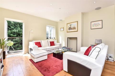 3 bedroom flat to rent - Winterton Court, Market Square, Westerham, Kent, TN16