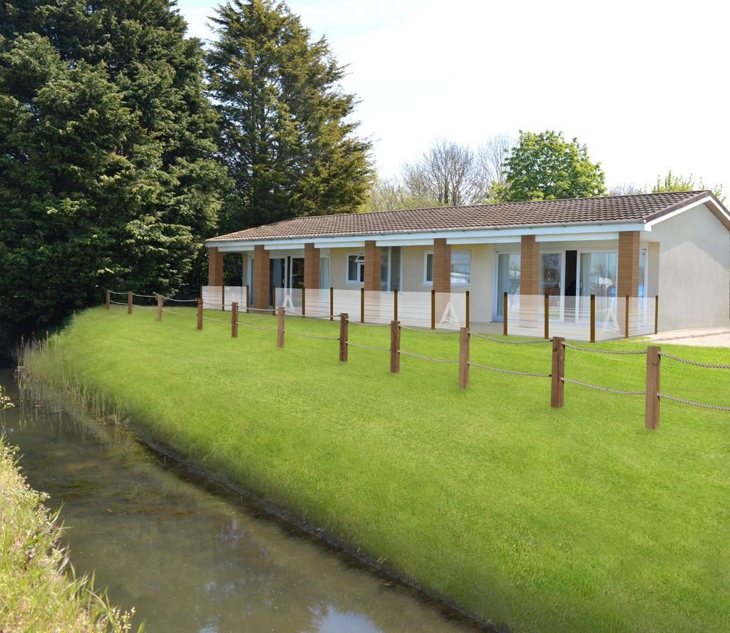 2 Bedrooms Semi Detached Bungalow for sale in Marsh Road, Oulton Broad, Lowestoft