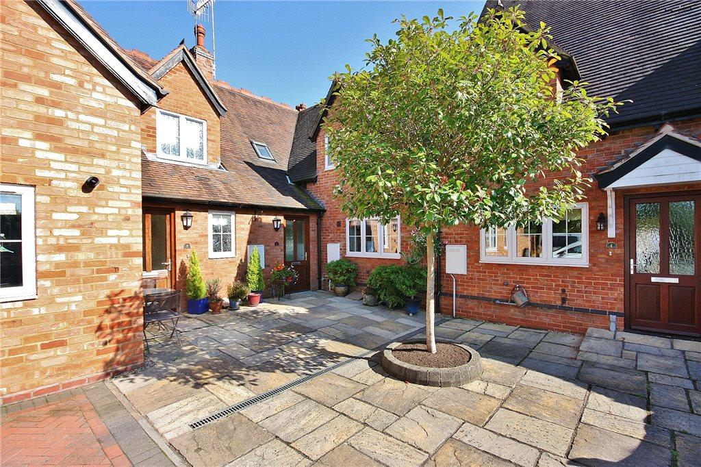 3 Bedrooms Terraced House for sale in Woodside Court, Church Lane, Cookhill, Alcester, B49