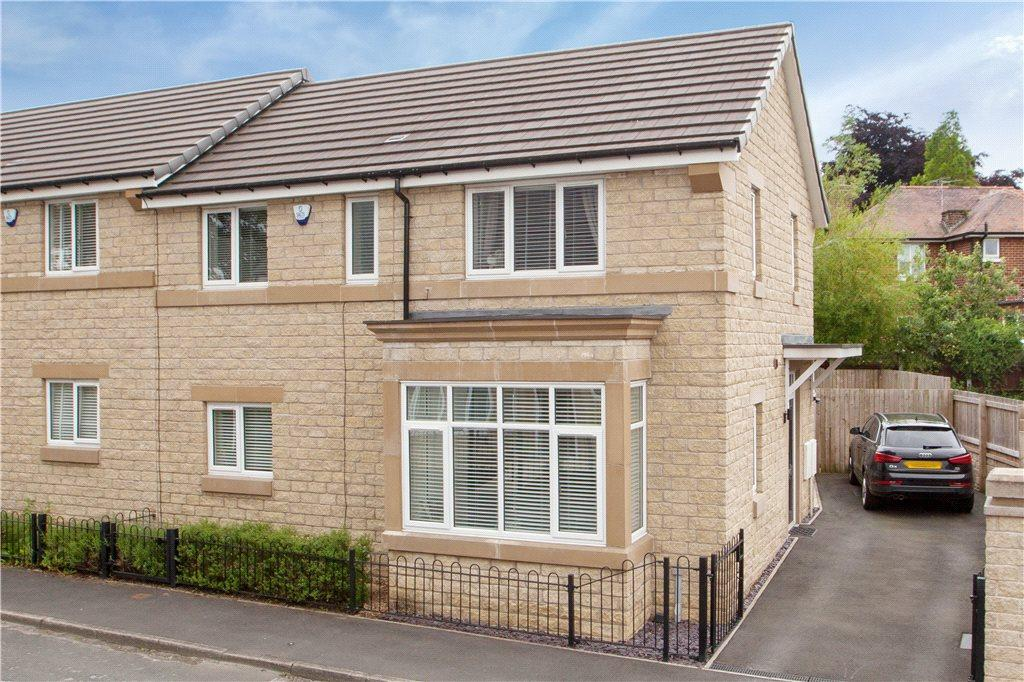 3 Bedrooms Semi Detached House for sale in Fieldway, Ilkley, West Yorkshire