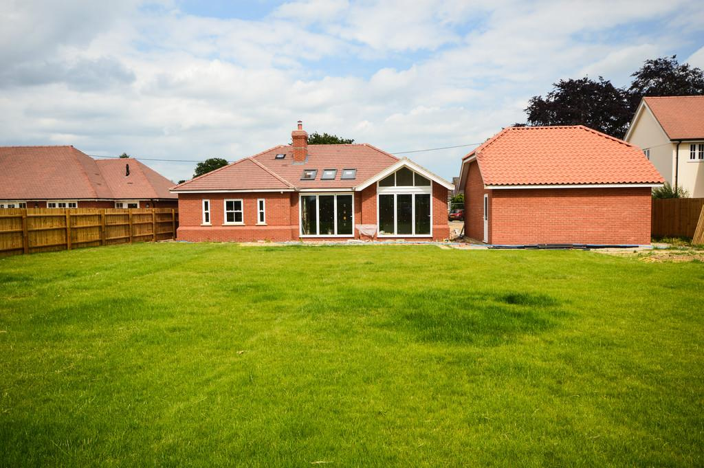 4 Bedrooms Detached Bungalow for sale in 1 The Paddocks, Windmill Road, Bradfield, Manningtree