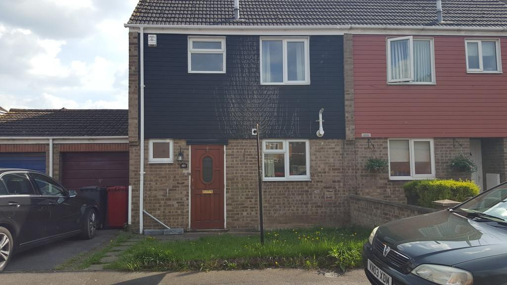 3 Bedrooms Semi Detached House for sale in Rochfords Gardens, Slough