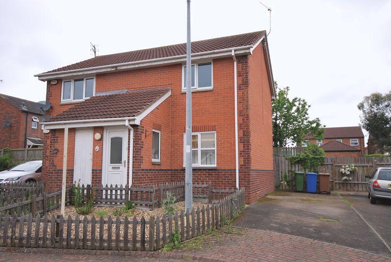 2 Bedrooms Flat for sale in Inglefield Close, Beverley