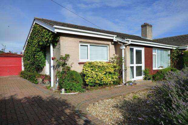 2 Bedrooms Bungalow for sale in Staines Way, Louth, LN11
