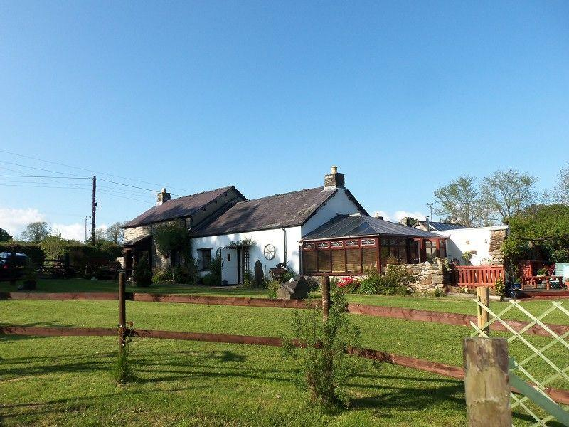 2 Bedrooms Detached House for sale in Llanybydder, Carmarthenshire