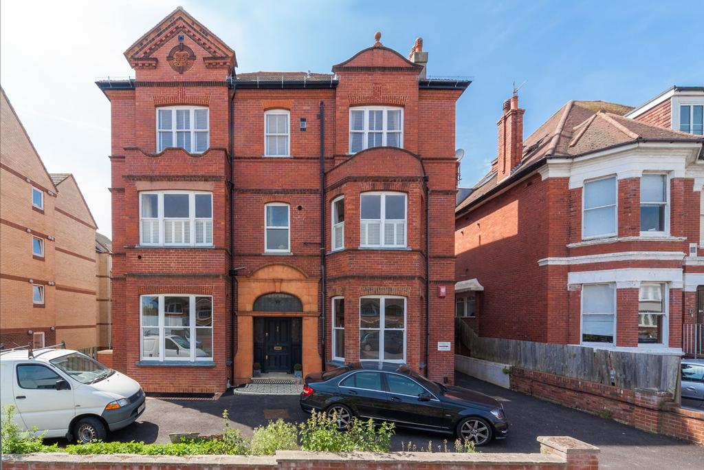 3 Bedrooms Apartment Flat for sale in The Drive, Hove, BN3