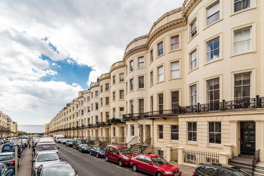 3 Bedrooms Apartment Flat for sale in Brunswick Place, Hove, BN3