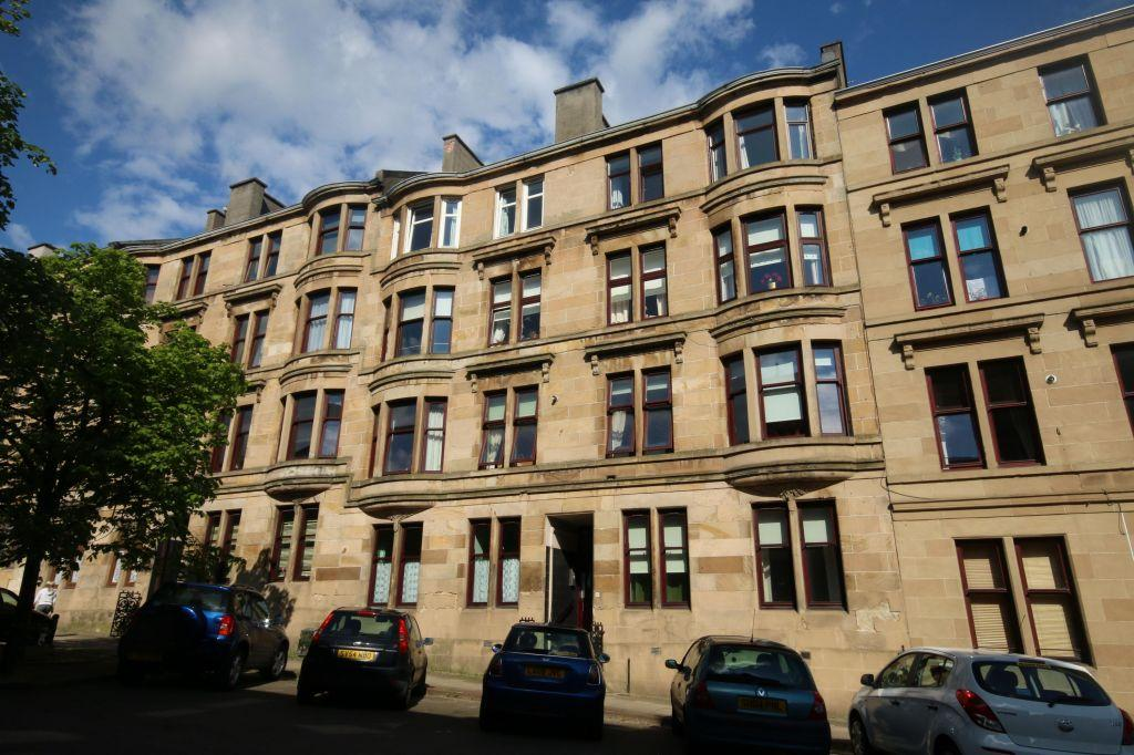 2 Bedrooms Flat for sale in 3/2, 26 Dowanhill Street, Partick, Glasgow, G11 5RN