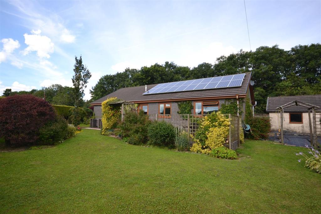 3 Bedrooms Detached Bungalow for sale in Cwmffrwd, Carmarthen